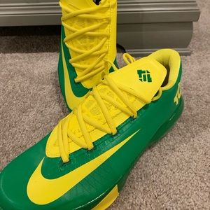 Nike Shoes - Nike Kevin Durant Basketball Shoes - Size 11 (NEW)